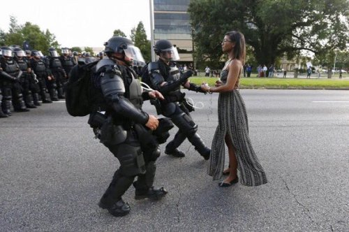 Ieshia Evans, a single mom, protesting the shooting death of Alton Sterling in Baton Rouge on 07/09/2016. Jonathan Bachman/Reuters